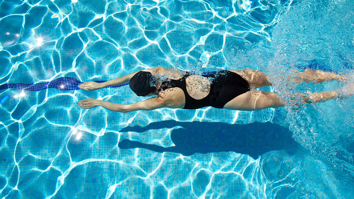 Swim Accessories as Swimming Cap And Goggles - Benefits of Use